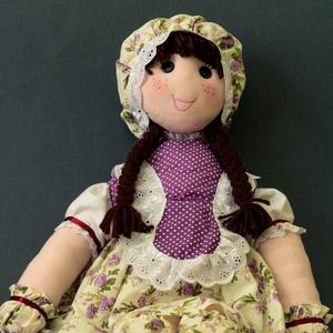 Zsizsi Baba, Gyerek & játék, Dekoráció, Otthon & lakás, Képzőművészet, Baba-és bábkészítés, Csipkekészítés, Kézzel vart 60 cm es rongybaba, csipkével díszített haja pamutból készült, nem öltöztethető, ruha rá..., Meska