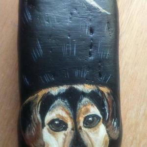 Kedvenc állatkád, Kavics & Kő, Dekoráció, Otthon & Lakás, Festett tárgyak, Festészet, Ezt a kutyust, már gazdija simogatja!\nKavicsra kézzel festettem, lakkoztam.\nméretük:5-10 cm, kis min..., Meska