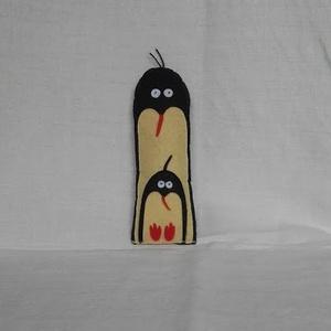 Pingvin mama a kicsijével, Más figura, Plüssállat & Játékfigura, Játék & Gyerek, Varrás, Pingvin mamát a kicsijével filcből varrtam, és szatén szalag akasztóval is elláttam, ha esetleg vala..., Meska