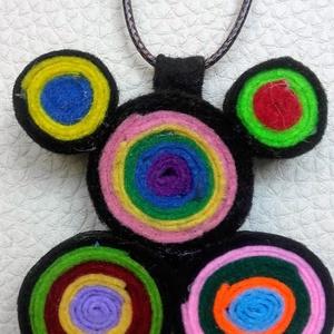 Színes körök nyaklánc, Statement nyaklánc, Nyaklánc, Ékszer, Ékszerkészítés, Filcből készítettem ezt a színeiben játékos nyakláncot. Bőr szíjon fém kapoccsal záródik.\nA nyaklánc..., Meska