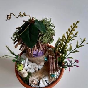 Manó ház kertje, Manó, Plüssállat & Játékfigura, Játék & Gyerek, Mindenmás, Faágakból készítettem a manó házát és izlandi zuzmóval díszítettem a tetejét. A kis padon lehet üldö..., Meska