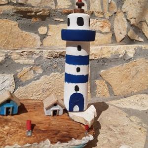 Uszadékfa. Tengerparti részlet. Még mindig nyár!, Dísztárgy, Dekoráció, Otthon & Lakás, Famegmunkálás, Mindenmás, Ez a sziget formájú uszadékfa ihlette ezt az egyedi, tengerparti részletet idéző miliőt. A kis házak..., Meska