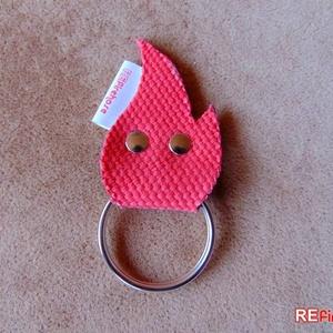 Tűzoltó tömlő kulcstartó újrahasznosított tömlőből vidám piros láng alakú garázsnyitó kapunyitó kulcs tartó - TŰZMANÓ, Táska & Tok, Kulcstartó, Kulcstartó & Táskadísz, FIRE ELF láng alakú kulcstartó  Szuper egyedi, gondosan megtervezett és kivitelezett piros színű, lá..., Meska