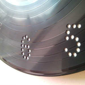 DJ falióra bakelit hanglemez, CD DVD lemez felhasználásával retro   modern újrahasznosított ötvözete férfiaknak (Trashman) - Meska.hu