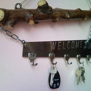 Welcome fali kulcstartó újrahasznosított lombfűrészből és kulcsokból faággal - lakás dekoráció - Meska.hu