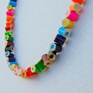 Szivárvány színű színes ceruza nyaklánc, ékszer rajztanároknak, képzőművészeknek, festőművészeknek (Trashman) - Meska.hu