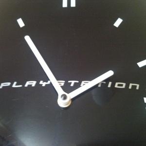 Sony PlayStation 3 falióra újrahasznosított PS3 PlayStation3 konzol fali asztali óra videójáték rajongóknak férfiaknak (Trashman) - Meska.hu
