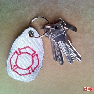 Tűzoltó tömlő kulcstartó újrahasznosított tömlőből piros hímzett Flórián kereszt díszítéssel ideális ajándék tűzoltóknak, Táska & Tok, Kulcstartó, Kulcstartó & Táskadísz, Kulcstartó piros Flórián kereszttel tűzoltóknak.  Kifejezetten tűzoltóknak készült kulcstartó hímzet..., Meska