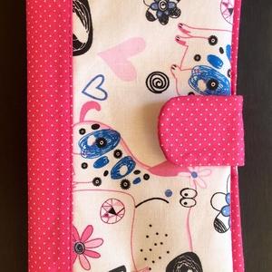 Rózsaszín kiskutyás - Egészségügyi kiskönyv borító, Otthon & Lakás, Könyv- és füzetborító, Papír írószer, Praktikus borító amely megvédi a gyermekünk oltási könyvét a szamárfülesedéstől a koszolódástól és a..., Meska