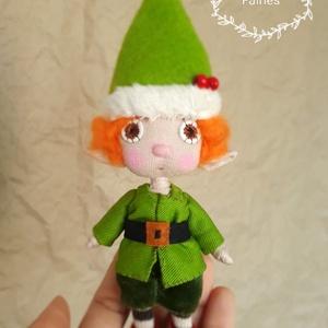 Karácsonyi manó kézműves baba ajándék dekoráció vagy játék, Otthon & Lakás, Karácsony & Mikulás, Baba-és bábkészítés, Egyedi készítésű dekorációs baba, ajándék vagy játék. A baba alapja drótváz, végtagjai mozgathatóak...., Meska
