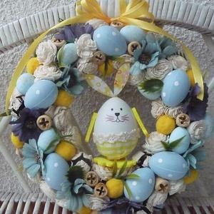 Húsvéti pöttyös tojásos kopogtató, ajtódísz, Húsvéti díszek, Ünnepi dekoráció, Dekoráció, Otthon & lakás, Lakberendezés, Ajtódísz, kopogtató, Koszorú, Mindenmás, Virágkötés, Szalma alapra készített, virágokkal, tojásokkal és termésekkel díszített kopogtató.Egy aranyos tojás..., Meska