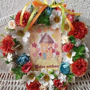 """A \""""tavasz virágai\"""" kopogtató, ajtódísz, Otthon & Lakás, Dekoráció, Ajtódísz & Kopogtató, Virágkötés, Mindenmás, Szalma alapot különböző színes virágokkal díszítettem és középre egy \""""Édes otthon\"""" fa táblát tettem...., Meska"""