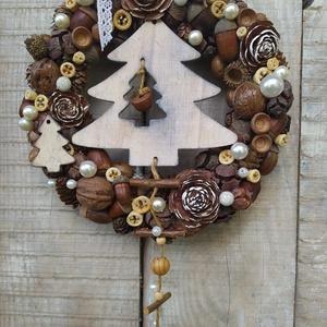Karácsonyi kopogtató, ajtódísz natúr színekkel, formákkal, Otthon & Lakás, Karácsony & Mikulás, Karácsonyi kopogtató, Virágkötés, Mindenmás, Szalma alapra készítettem a koszorút, melyhez természetes színű terméseket használtam.\nA karácsonyi ..., Meska