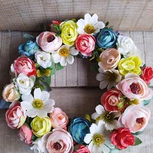 Tavaszi kopogtató, ajtódísz sokféle virággal, Otthon & Lakás, Dekoráció, Ajtódísz & Kopogtató, Virágkötés, Mindenmás, Szalma alapot sokféle élethű virággal díszítettem. \nA virágos koszorút ha  az ajtódra teszed, Hozzád..., Meska