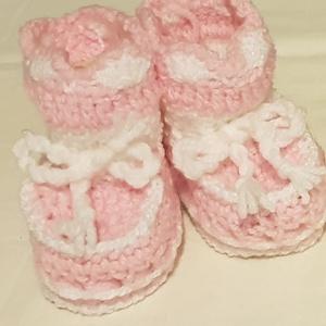Bébi cipők , Gyerek & játék, Baba-mama kellék, Egyéb, Kötés, Horgolás, Karácsonyi ajándékötlet !!!!\nBabacipők eladók. \nNem tudod mivel lepd meg babát váró barátnődet, bará..., Meska