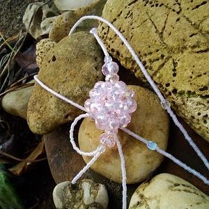 Rózsaszín gyöngybogyós nyaklánc, Ékszer, Nyaklánc, Ékszerkészítés, Gyöngyfűzés, gyöngyhímzés, Gyönyörű halvány rózsaszín csiszolt gyöngyökből készült ez szépséges nyaklánc.\nMinden stílushoz test..., Meska
