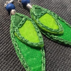 Tavasz-Zöld fülbevaló, Ékszer, Kitűző, bross, Varrás, Jó pofa, vidám hangulatú fülbevalót öltögettem filc anyagokból.\nMost, hogy jön a tavasz, mindenkinek..., Meska