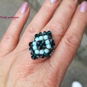 Swarovski gyűrű, Ékszer, Gyűrű, Ékszerkészítés, Gyöngyfűzés, gyöngyhímzés, Trapéz alakú, elegáns gyűrű. \nMenta és burgundy-blue zircon blend swarovski bichon  gyöngyökkel. \nRa..., Meska