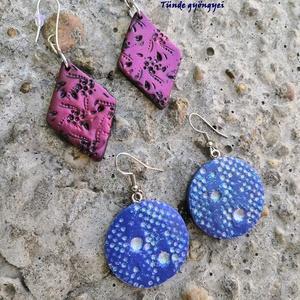 Fülbevalók párban, Lógós fülbevaló, Fülbevaló, Ékszer, Ékszerkészítés, Gyurma, Süthető gyurmából dekoratív fülbevalókat készítettem. Nagyon könnyű viselet a fülnek.\nA kék csillámp..., Meska