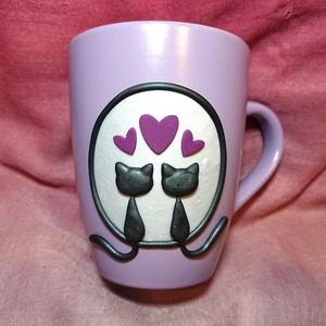 Fekete macskás cicás bögre gyurma díszítéssel Valentin nap születésnap ajándék , Otthon & Lakás, Konyhafelszerelés, Bögre & Csésze, Gyurma, Mindenmás, Süthető ékszer gyurmából kézzel készült szerelmes fekete macskák szivecskékkel. \nGyöngyház halvány e..., Meska