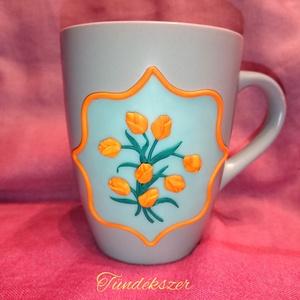 Tulipán virágos bögre gyurma díszítéssel anyák napja , Otthon & lakás, Konyhafelszerelés, Bögre, csésze, Gyurma, Mindenmás, Süthető ékszer gyurmából kézzel készült tulipán mintás bögre, kézzel formázott virágokból. Sárga és ..., Meska