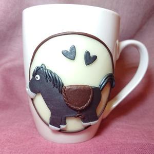 Lovas pónis ló mintás bögre gyurma díszítéssel , Otthon & lakás, Konyhafelszerelés, Bögre, csésze, Gyurma, Mindenmás, Süthető ékszer gyurmából kézzel formázott ló, póni figurával díszített bögre. \nA képen látható, egy ..., Meska