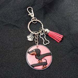 Tacskó kutya mintás gyurma medálos táskadísz kulcstartó tacsi, Táska & Tok, Kulcstartó & Táskadísz, Táskadísz, Gyurma, Ékszerkészítés, Süthető ékszer gyurmából készítettem el ezt a táskadíszt, csillogó effekt gyurmát használtam hozzá, ..., Meska