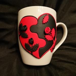 Fekete piros puzzle szív rózsa mintás bögre gyurma díszítéssel Valentin nap születésnap ajándék anyák napja nőnap, Otthon & Lakás, Konyhafelszerelés, Bögre & Csésze, Gyurma, Mindenmás, Süthető gyurmából Fekete és piros színű puzzle szív alapra kézzel formázott rózsákat tettem.\n Valent..., Meska