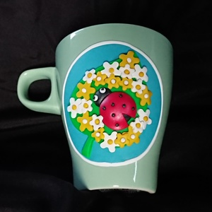 Tavaszi virágos Katica bögre gyurma díszítéssel ajándék nőnap anyák napja ballagás , Otthon & Lakás, Konyhafelszerelés, Bögre & Csésze, Gyurma, Mindenmás, Menta színű bögrére készítettem el ezt a vidám, tavaszi hangulatú mintát. \nAz alapja türkiz kék, err..., Meska