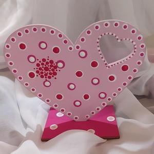 Szív asztaldísz, Otthon & Lakás, Dekoráció, Asztaldísz, Festett tárgyak, Asztalon tárolható kedves szívecske ami akár feliratozható is egy rövidebb névvel. Ez esetben plusz ..., Meska