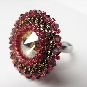 Aranyló gránátalma, Statement gyűrű, Gyűrű, Ékszer, Gyöngyfűzés, gyöngyhímzés, Csillogó swarovski gyűrű , amiben garantáltan nem maradsz észrevétlen .Az aranyló követ gránátalma é..., Meska