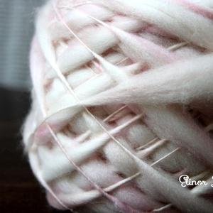 Rózsaszín és bézs-kézzel festett és font gyapjúfonal , Babafotózási ruha és kellék, Babaruha & Gyerekruha, Ruha & Divat, Festett tárgyak, 100 % merinói gyapjú kézzel font vékony-vastag fonal .Finom puhaság .:) \n Különleges fonási techniká..., Meska