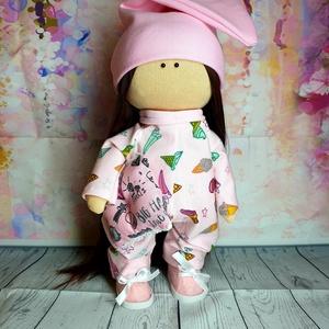 Öltöztethető pizsamás textil baba, Gyerek & játék, Játék, Baba, babaház, Játékfigura, Varrás, Teljesen öltöztethető textil baba. Keze, lába és feje mozgatható., Meska