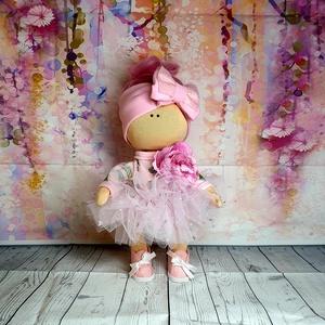 Öltöztethető textil balerina baba, Gyerek & játék, Játék, Baba, babaház, Játékfigura, Varrás, Öltöztethető textil baba. A fejdísz a gyapjú haj miatt ezen a babán nem levehető! Keze, lába és feje..., Meska