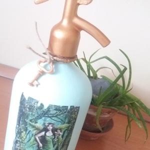 Vintage szódásüveg erdőtündérrel, Otthon & Lakás, Díszüveg, Dekoráció, A képen szereplő szódásüveg krétafestékkel és transzfertechnikával díszítve., Meska