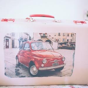 Red Fiat 500 bőrönd, Bőrönd, Bőrönd & utazás, Táska & Tok, Decoupage, transzfer és szalvétatechnika, Festett tárgyak, Szeretsz utazni? Szereted ezt stílusosan tenni? Talán imádod Olaszországot? Vagy rajongója vagy a Fi..., Meska