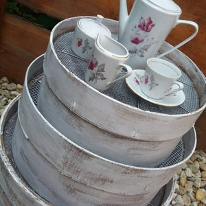 Parasztszitákból asztalka, Otthon & lakás, Bútor, Asztal, Festett tárgyak, Eladó ez a parasztszitákból álló asztalka, mely mellett nemcsak a kávé esik jól, hanem a finom rosé ..., Meska