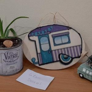 Lilac Dreams lakókocsis ajtódísz, Otthon & Lakás, Ajtódísz & Kopogtató, Dekoráció, Lilac Dreams...Készült egy ilyen hippie (14×10cm-s) lakókocsis ajtódísz. Ajánlom ajtódísznek, lakóko..., Meska
