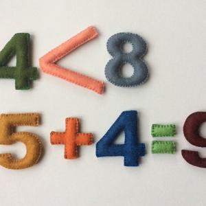 számolni gyerekjáték:), Gyerek & játék, Gyerekszoba, Otthon & lakás, Dekoráció, Tárolóeszköz - gyerekszobába, Varrás, 30 darabból álló, kézzel varrt színes gyapjúfilc szám az alapműveletek jeleivel. Játékos ismerkedés ..., Meska