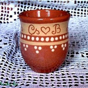 pálinkás pohár köszönet ajándéknak MEGRENDELÉSRE, Dekoráció, Esküvő, Kerámia, Vörös agyagból korongozva készítem a pohárkákat, kb.4-5 cm magasak. Csak mázazva készítem , káros a..., Meska
