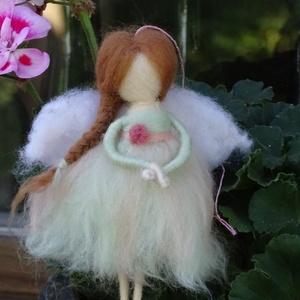 Pasztell tündér, Otthon & lakás, Dekoráció, Képzőművészet, Lakberendezés, Nemezelés, Festett gyapjúból, tűnemezeléssel készítettem ezt a  vidám nyári tündért. Ruhája pasztell rózsaszín ..., Meska