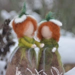 Hóvirág gyerekek, Otthon & Lakás, Nemezelés, Tűnemezelt hóvirágok, kis hagymások, fejükön kis virág. Kimondottan ajánlom waldorf iskolák évszaksz..., Meska