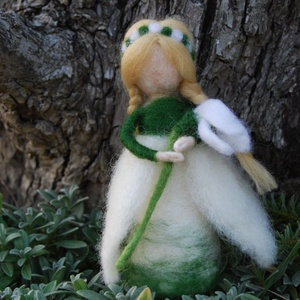 Hóvirág tündére, Otthon & Lakás, Nemezelés, Tűnemezelt hóvirágtündér.Kimondottan ajánlom waldorf iskolák évszakasztalaira, az ébredező természet..., Meska