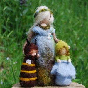 Tavasztündér méhecskével,lenvirággal, Otthon & Lakás, Dekoráció, Nemezelés, Tavasztündér óvón terelgeti a méhecskét a lenvirághoz. Gondos, aprólékos munkával nemezeltem tömörré..., Meska