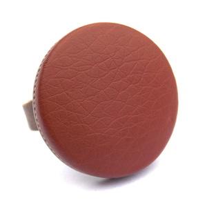Gesztenyebarna textilbőr gyűrű, Ékszer, Gyűrű, Statement gyűrű, Ékszerkészítés, Találd meg a textilbőrök között a Hozzád illő árnyalatot! :)\n\nA gomb átmérője 25 mm, a gyűrű sárgaré..., Meska
