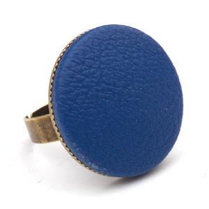 Királykék textilbőr gyűrű, Ékszer, Gyűrű, Ékszerkészítés, Találd meg a textilbőrök között a Hozzád illő árnyalatot! :)\n\nA gomb átmérője 25 mm, a gyűrű sárgaré..., Meska