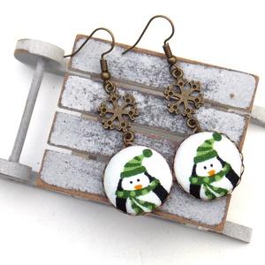 Pingvines-hópelyhes fülbevaló, Ékszer, Fülbevaló, Lógós fülbevaló, Ékszerkészítés, A tél varázslatos hangulatához illő, pingvines-hópelyhes fülbevalót készítettem.\n\nA gombok átmérője ..., Meska