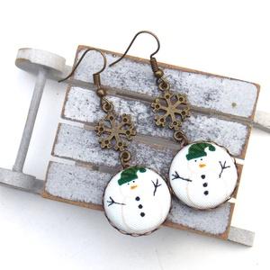 Hóemberes-hópelyhes fülbevaló, Ékszer, Fülbevaló, Lógós fülbevaló, Ékszerkészítés, A tél varázslatos hangulatához illő, hóemberes-hópelyhes fülbevalót készítettem.\n\nA gombok átmérője ..., Meska