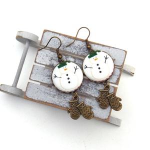 Hóemberes fülbevaló, Ékszer, Fülbevaló, Lógós fülbevaló, Ékszerkészítés, A tél varázslatos hangulatához illő, hóemberes fülbevalót készítettem kis kesztyűkkel.\n\nA gombok átm..., Meska