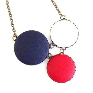 Kék-fehér-piros Tricolor nyaklánc, Ékszer, Nyaklánc, Ékszerkészítés, A Tricolor nyakláncok a Trió kollekcióhoz hasonlóan három egymással kapcsolt textilgomb medállal kés..., Meska